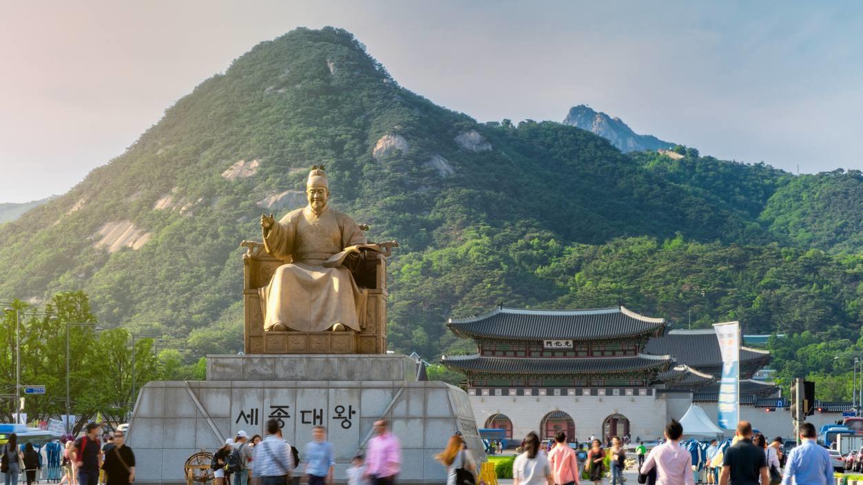 光化門の歴史広場を歩こう。いちばんソウルらしい光景といえばここ!