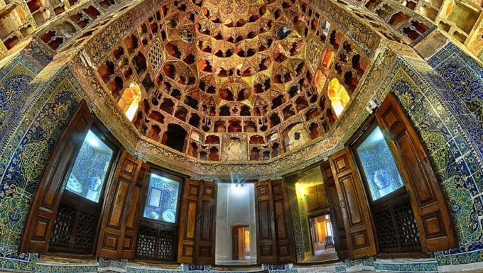 世界遺産アルダビールのシャイフ・サフィー・アッディーン廟の歴史的 ...