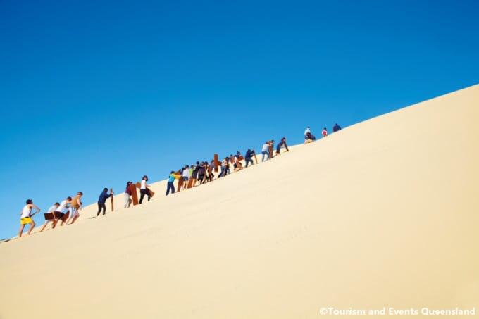 ◆ 砂の島の名物!大砂丘の砂すべり
