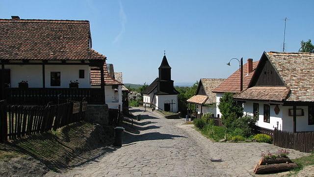 ハンガリーで最も美しい村、世界遺産ホローケーの古村落とその周辺地域