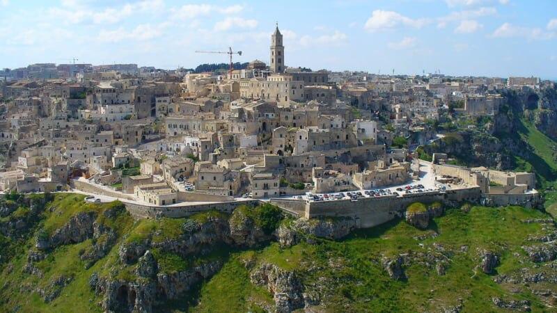 南イタリアの秘境!世界遺産マテーラの洞窟住居と岩窟教会公園