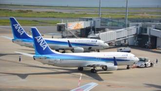 羽田空港に駐機するANA(全日空)航空機