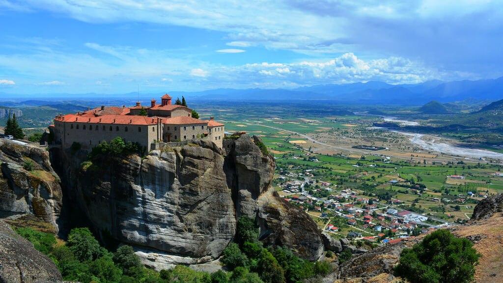 奇岩の上の修道院!ギリシャの絶...