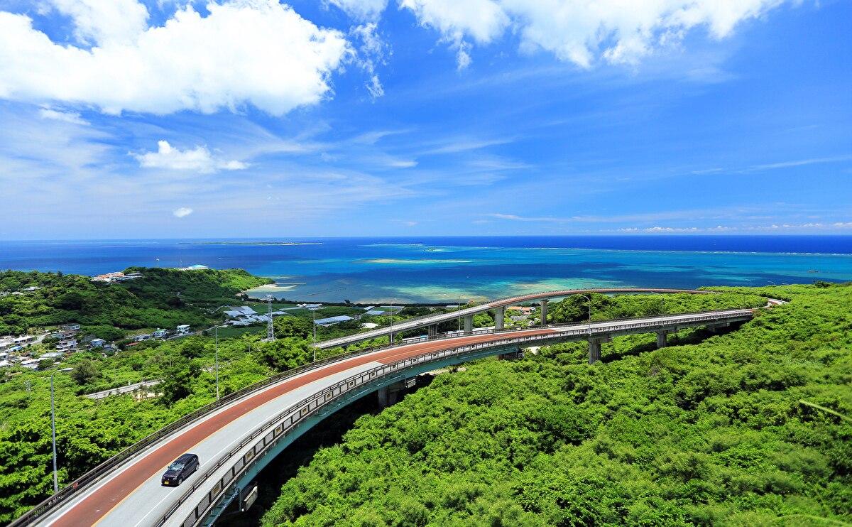 レンタカーで旅する沖縄|失敗しないレンタカーの選び方ガイド