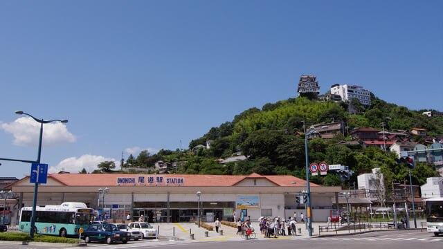 尾道駅前の様子