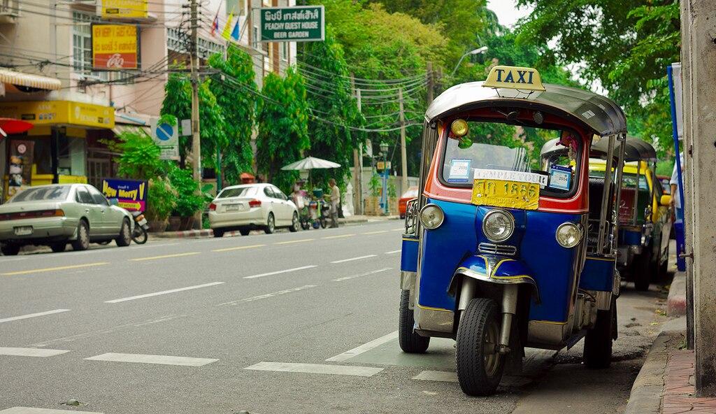 タイ・バンコクの便利な乗り物!トゥクトゥクの乗り方や料金の目安は?