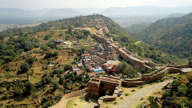 北インドの世界遺産、砂漠の巨大...