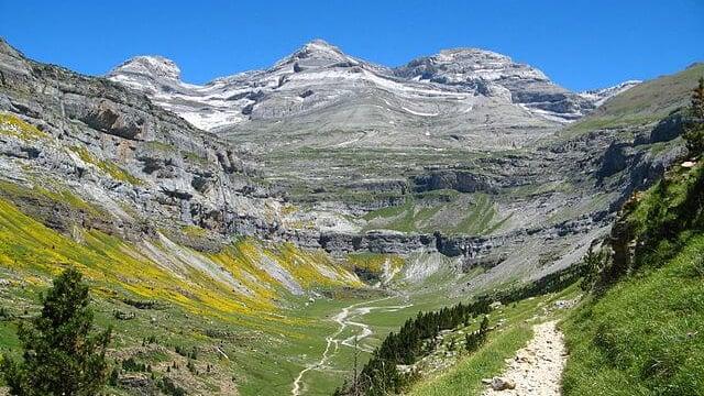 フランスの世界複合遺産!ピレネー山脈・ペルデュ山の見所についてご ...