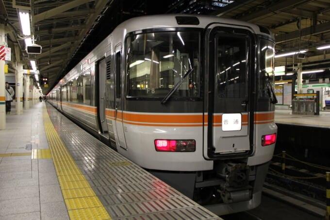 ホームライナー浜松3,5号に使われる373系電車