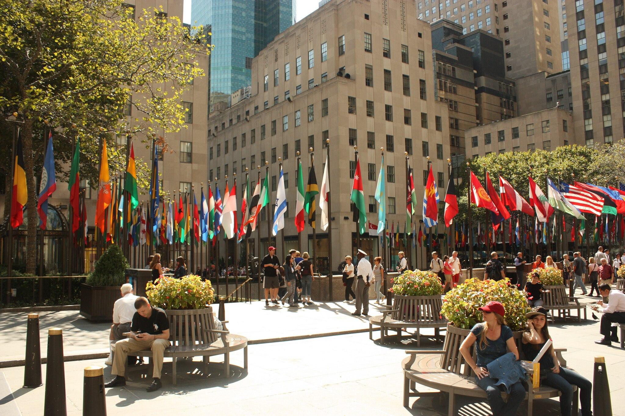 ニューヨークの人気観光スポット・ロックフェラーセンターを詳しくご紹介!