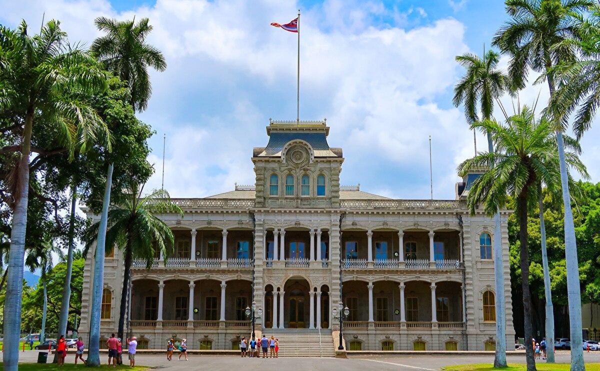 ホノルルのダウンタウン、イオラニ宮殿でハワイ王国と歴史と文化を体感!