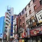 東京都港区新橋の街並み