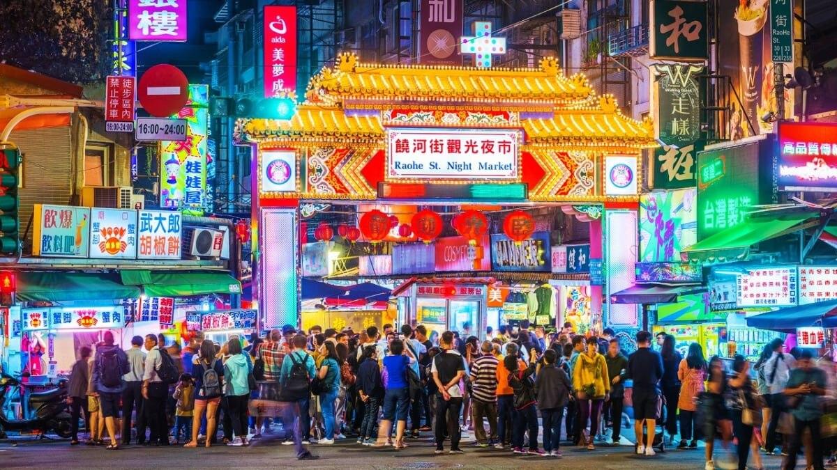 台北・饒河街観光夜市のアクセス方法からグルメスポットまで