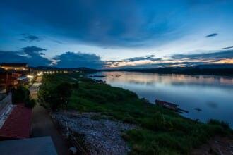 タイのルーイにあるメコン川で夕日の風景