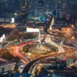 バンコクの夜景の街並みとバンコクの戦勝記念塔(モニュメント)