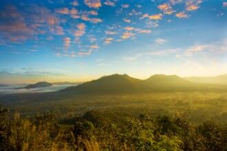 タイのチェンカーンの美しい朝日の風景