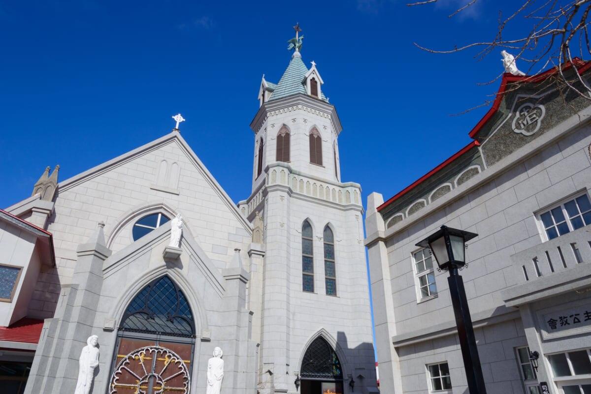カトリック元町教会:赤い屋根と風見鶏の鐘楼が特徴の、函館を代表する教会
