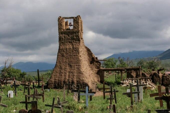 青空に映えるユニークな住居「世界遺産タオス・プエブロ」の魅力 ...