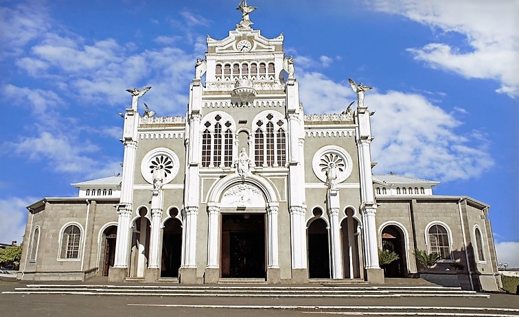 白亜の美しい教会があるコスタリカのエレディアでお勧めのお土産3選ご紹介