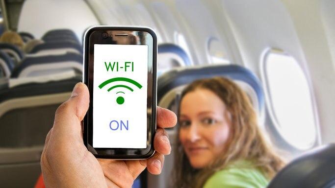飛行機でインターネットに接続!国内線のWi-Fi導入状況について