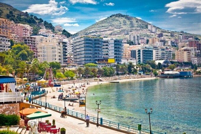 アルバニア