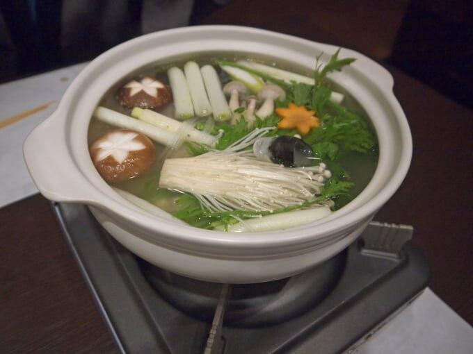 ちゃんこ鍋を調理する