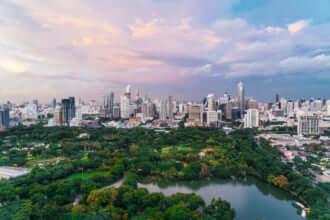 バンコクの街並みとルンピニ公園