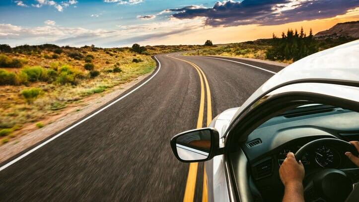 海外で運転するにはどうしたらいい?国際運転免許証の取得方法と使い方