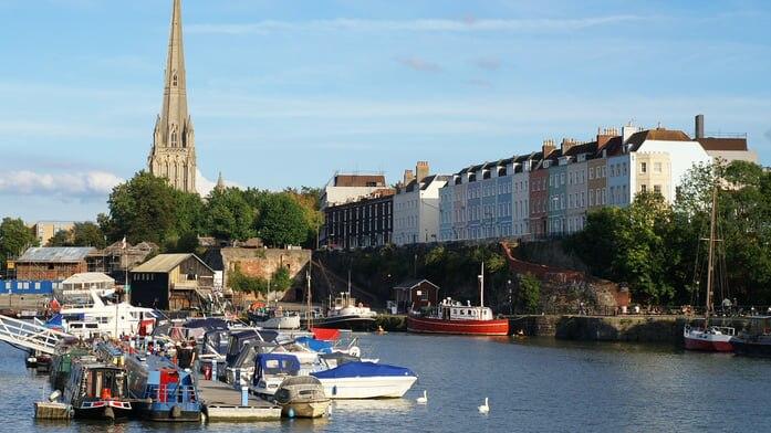 南西イングランド最大の港湾都市...