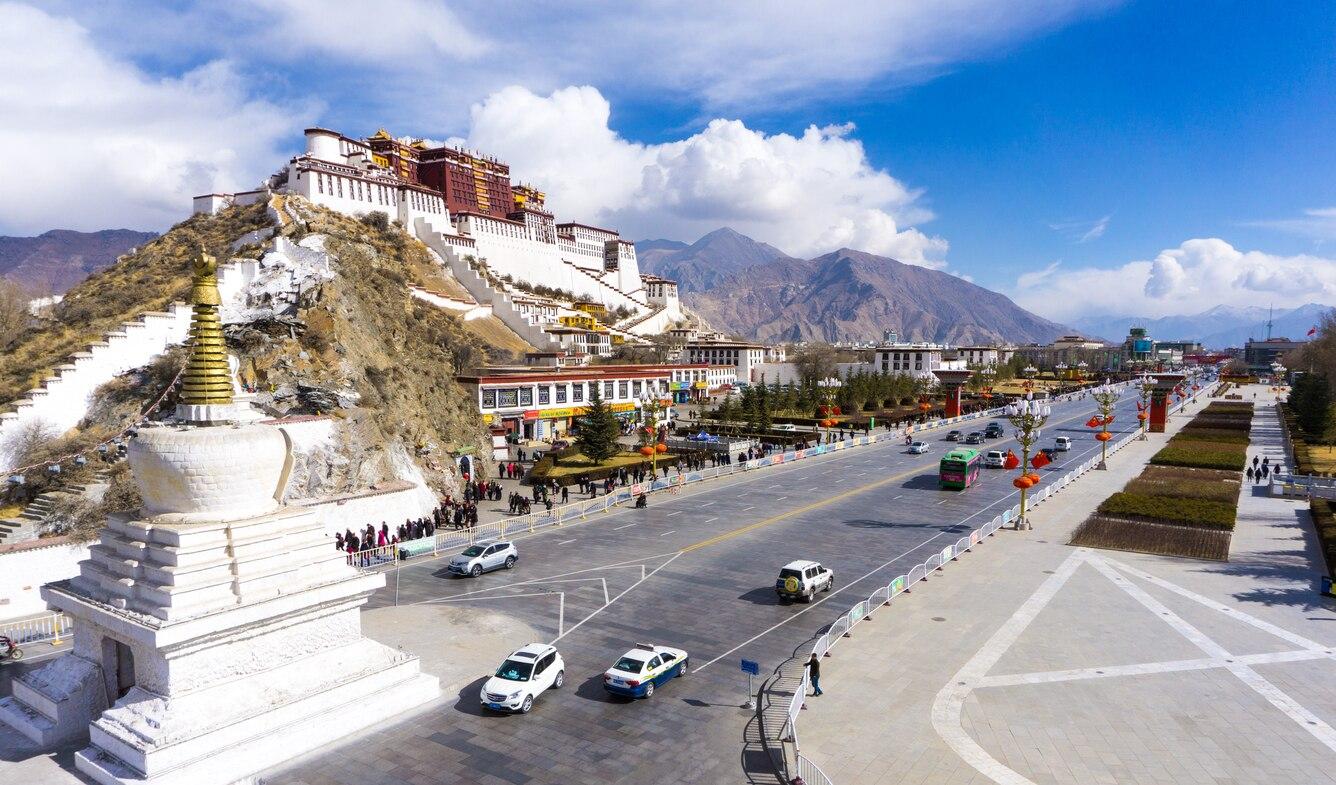 skyticket 観光ガイド天にそびえるチベット仏教の聖地!チベットの世界遺産ラサのポタラ宮歴史地区