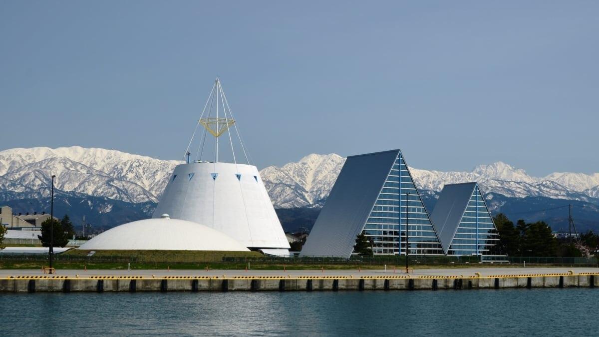 富山県魚津市のおすすめビジネスホテル!蜃気楼とホタルイカの町