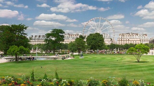 テュイルリー宮殿の美しいフランス式のテュイルリー庭園