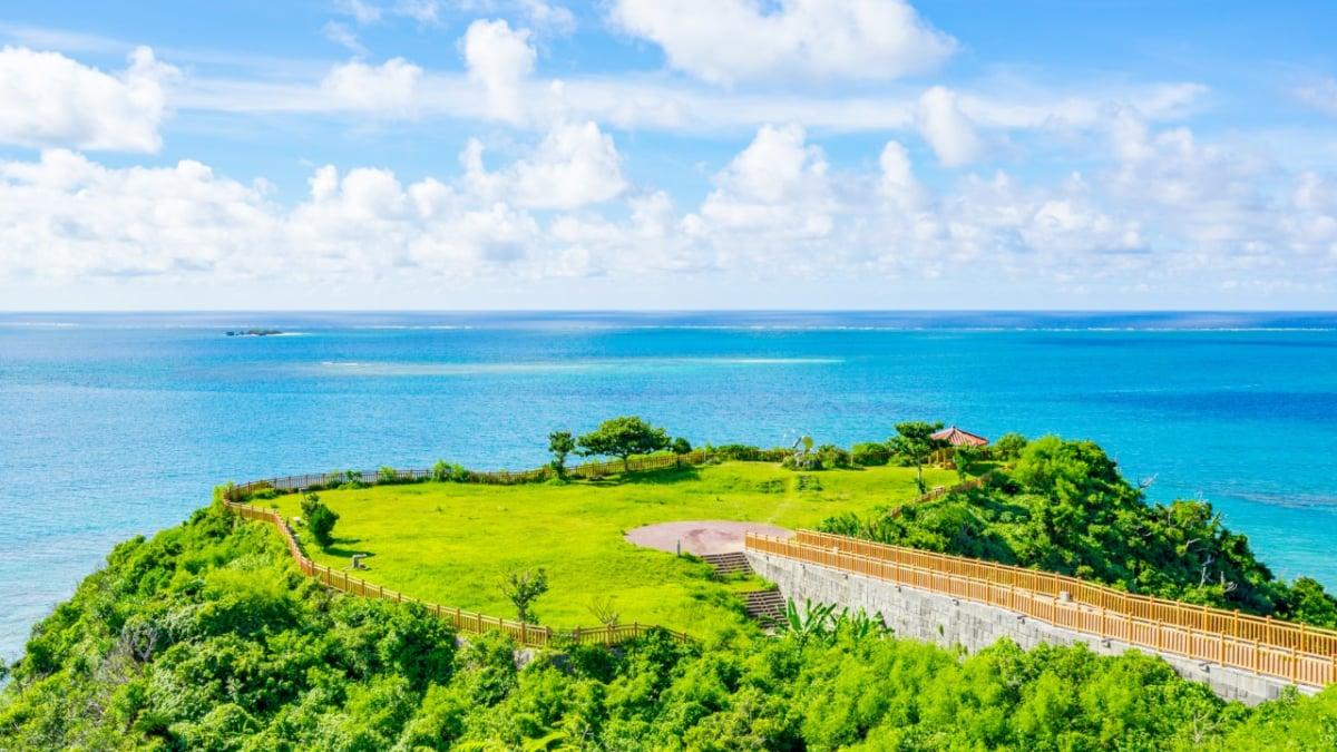 【沖縄/南城市】知念岬公園で海と景色を楽しむ!250度のパノラマ絶景!