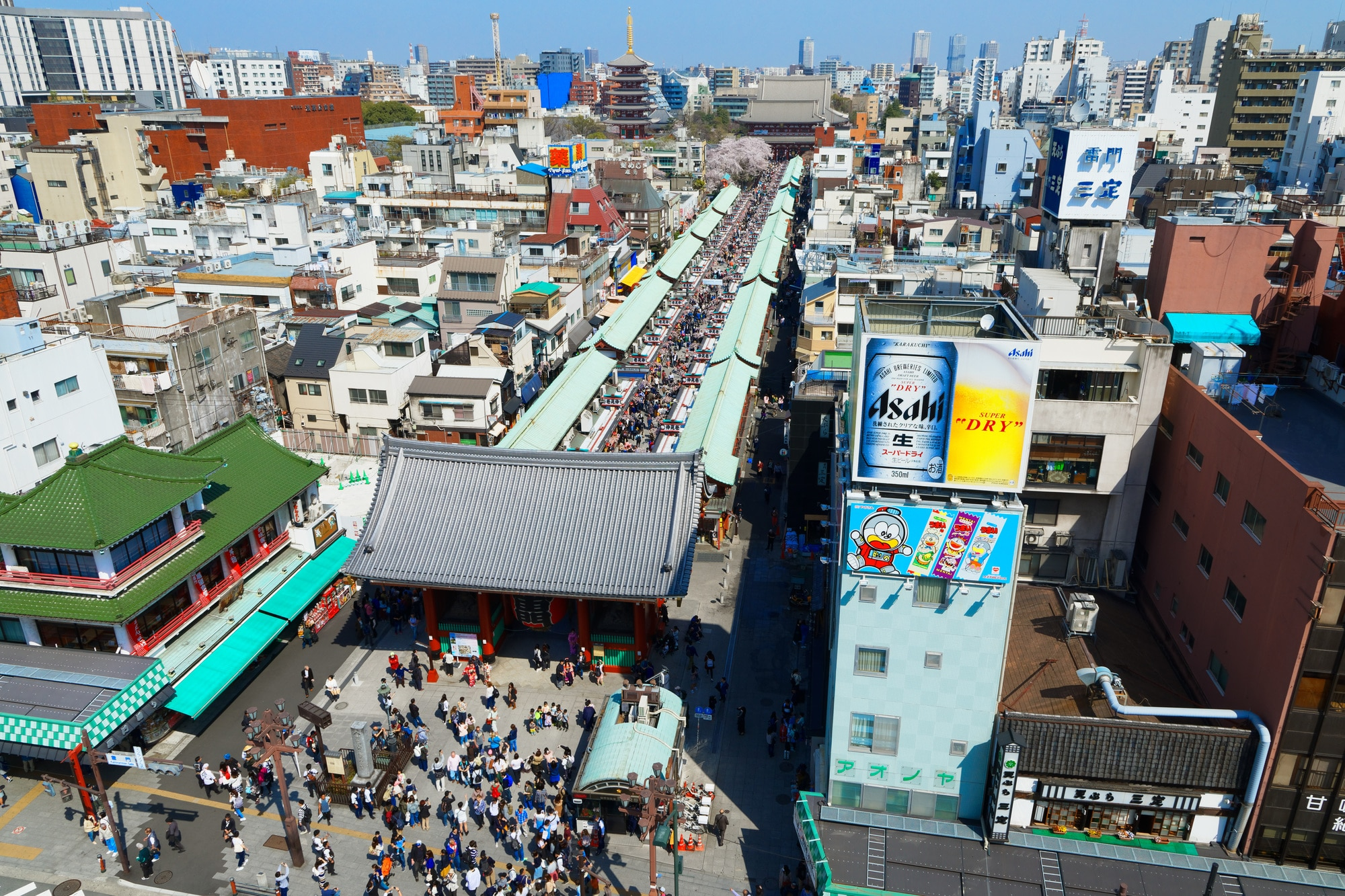 浅草で必訪の雷門と仲見世通りは東京下町のランドマーク!