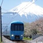 富士山をバックに走る