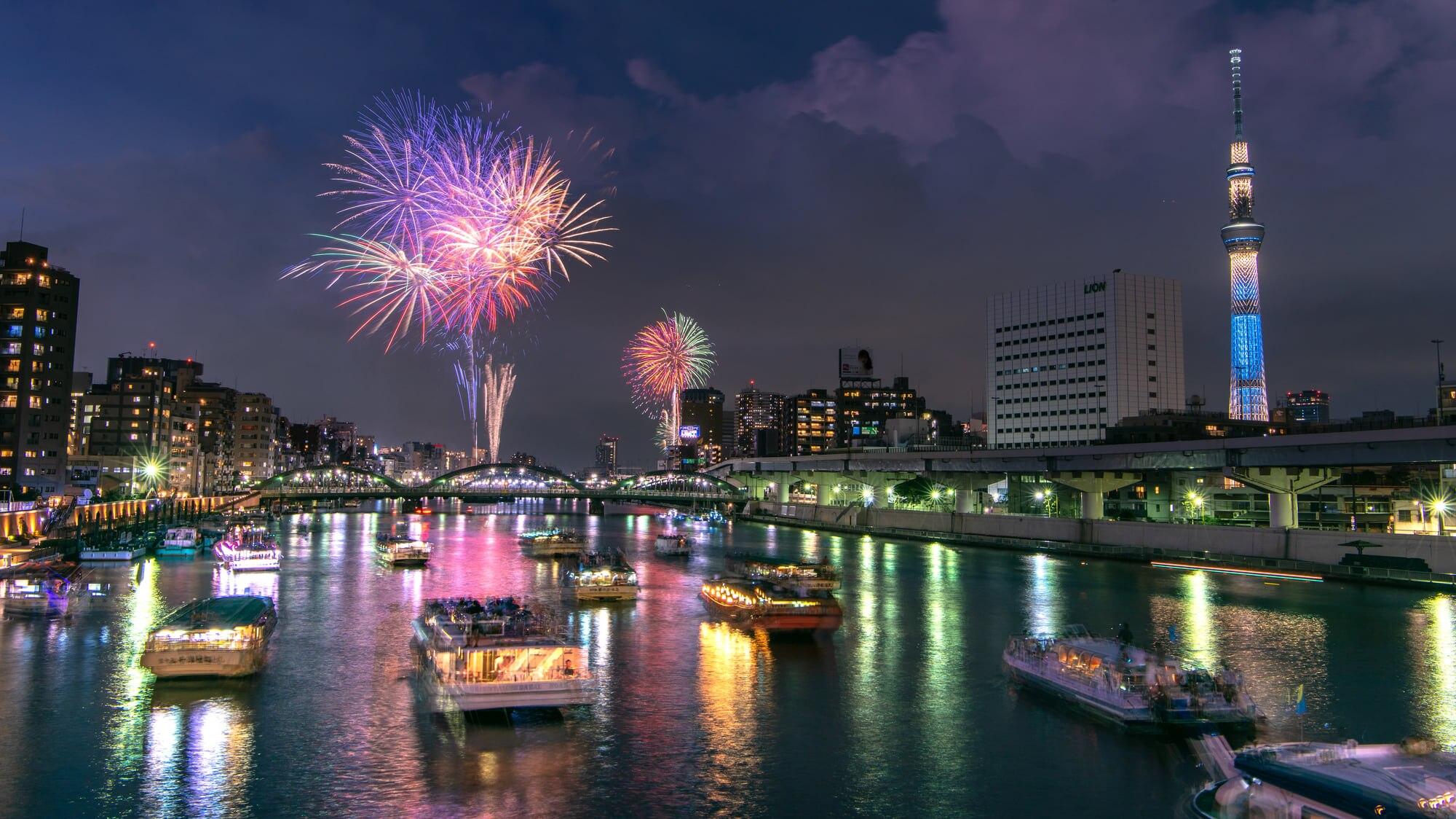 事前に知っておくと便利!東京観光の名物・隅田川花火大会について