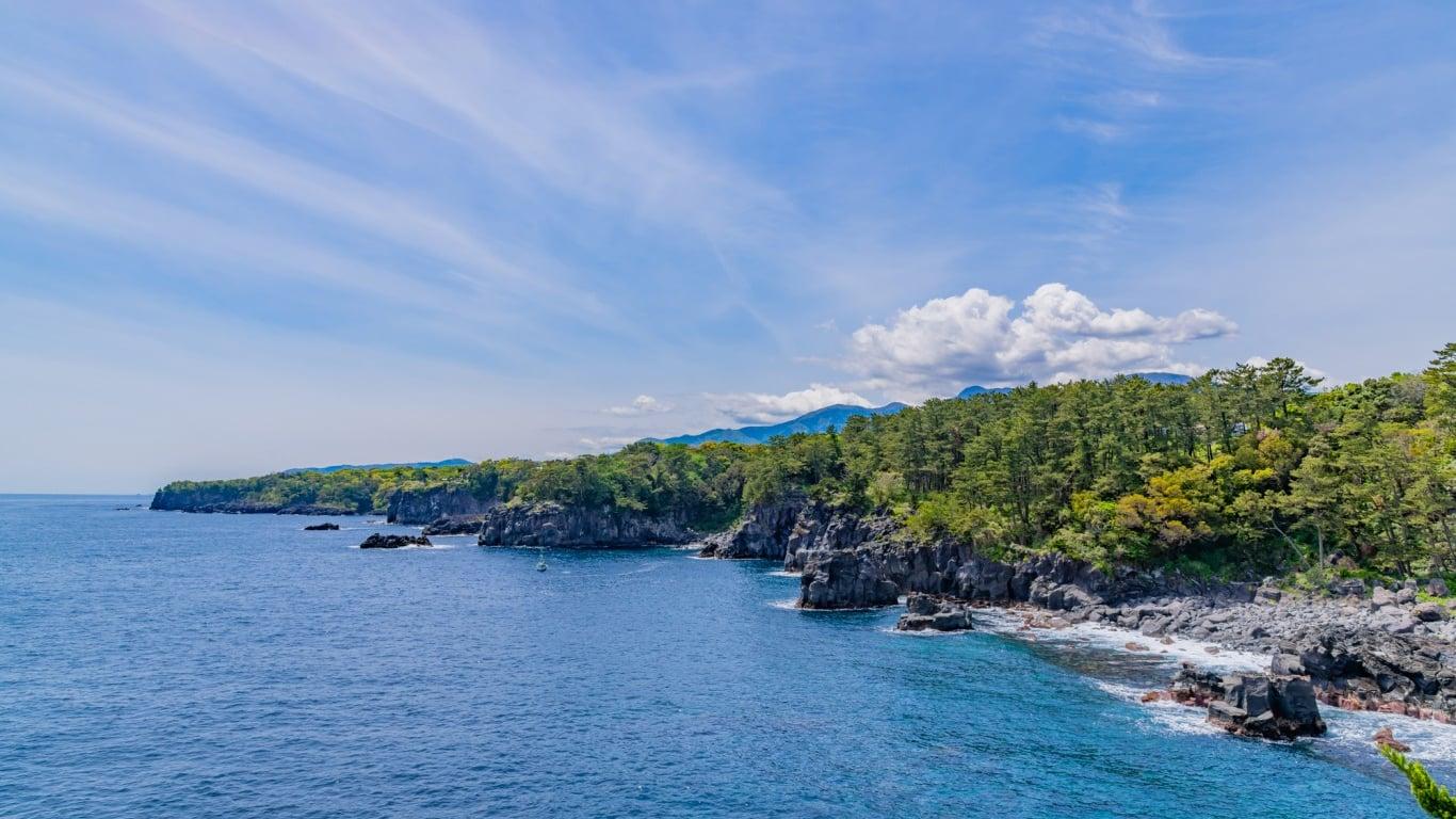 断崖絶壁に織りなす伊豆の景勝地「城ヶ崎海岸」の魅力について