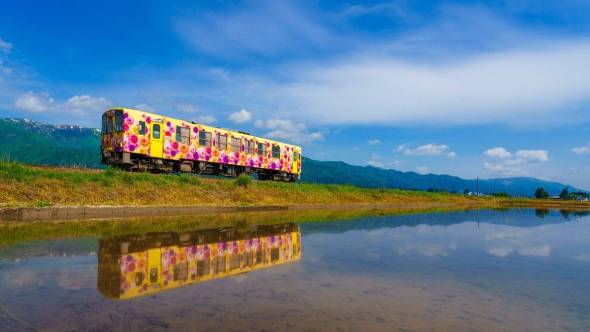 山形鉄道フラワー長井線に乗って旅しよう|花と地酒のローカルトレイン!
