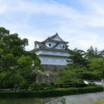 駅から見た福山城