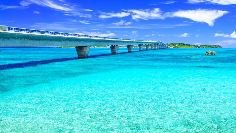 宮古島・池間大橋|ブルーとグリーンの海を、車・自転車・徒歩で渡る
