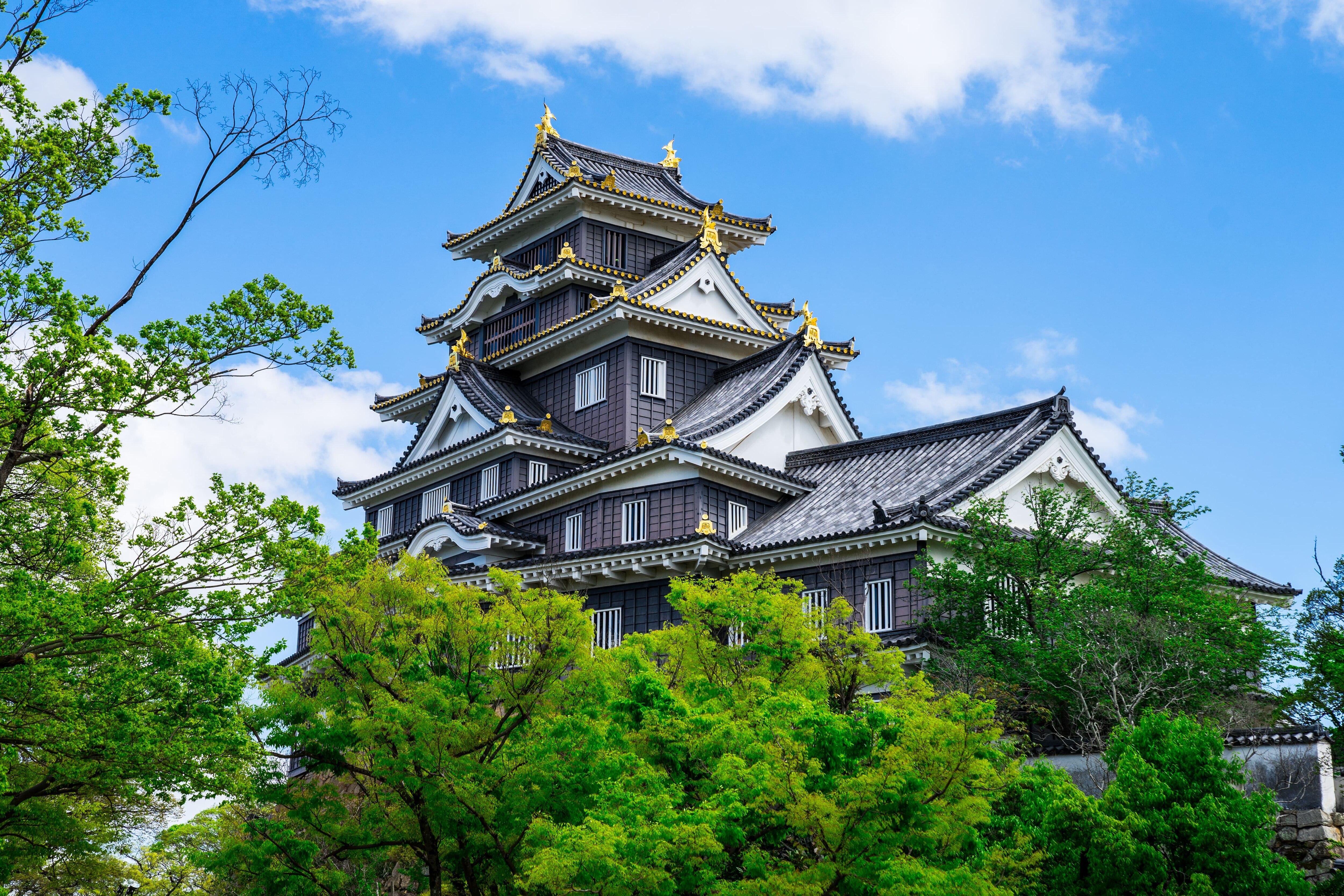 烏城と呼ばれる黒壁の天守に登ろう!岡山城の観光の見どころを徹底紹介!