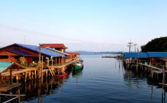 タイのバーンチャーンにある漁村の風景