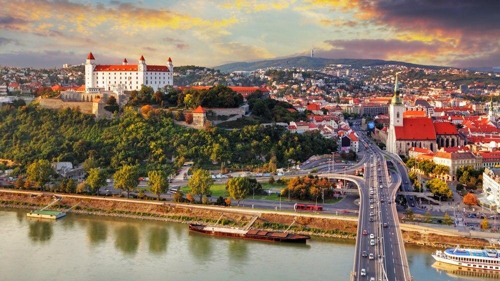 ひっくり返したテーブルのある町、ブラチスラバおすすめ観光スポット5選