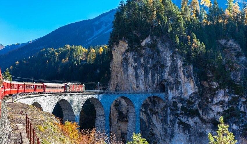 イタリアの世界遺産!レーティシュ鉄道アルブラ線・ベルニナ線と周辺の景観