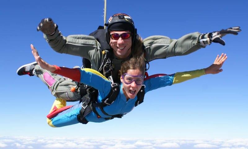 グアムでスカイダイビング!世界観が変わるドキドキ・わくわく体験をしよう