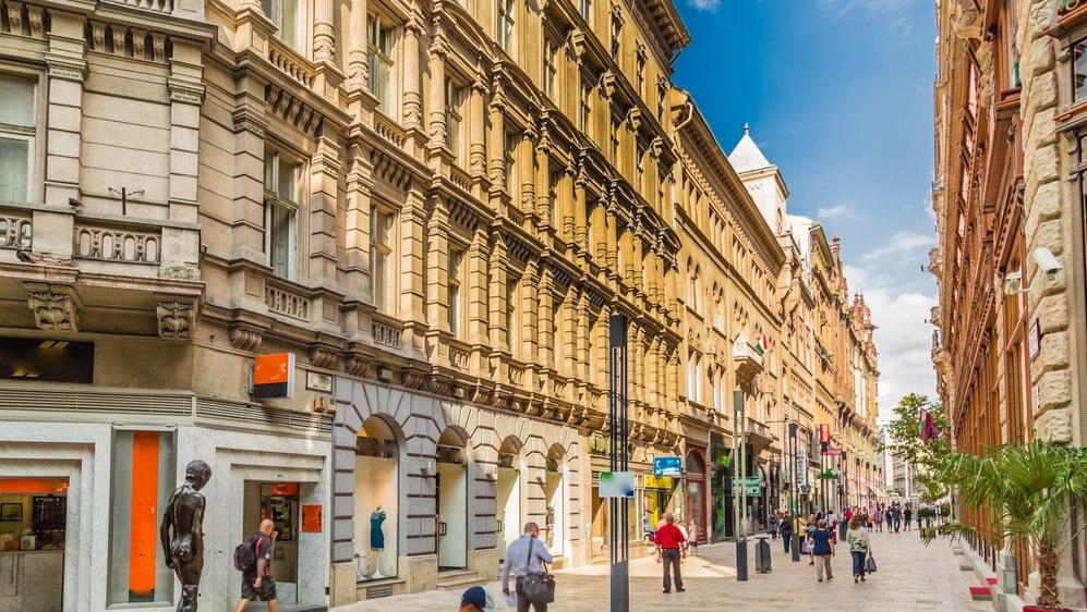 掘り出し物が見つかるかも?ハンガリーのショッピングスポットをご紹介