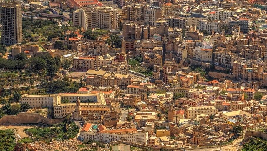 アルジェリア第2の都市、港町オランの2つの顔を探検しよう ...