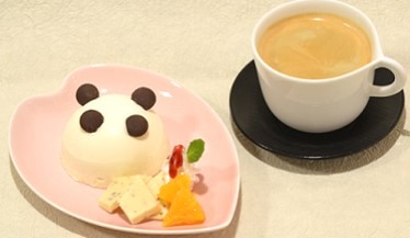 「毎日パンダCAFE」茶寮 銀座清月堂 レアチーズケーキとコーヒーのセット
